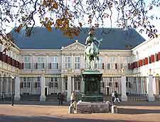Noordeinde Palace picture