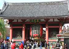 Photo showing the Kaminarimon (Kaminari Gate)