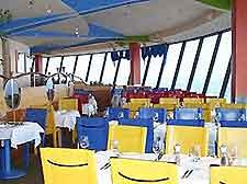 restaurant cn tower in toronto