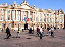 Picture showing the city's Capitole Hall