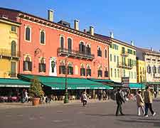 Photo of the Piazza Bra in the Modern district