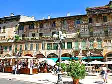 Picture Of Al Fresco Diners On The Piazza Delle Erbe