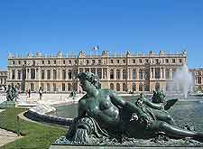 Picture of fountains at the Palace