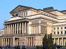 Image of the Polish National Opera House (Teatr Wielki) in Warsaw